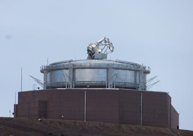Un telescopio en Haleakala, Maui, Hawái