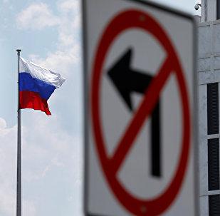 Bandera de Rusia en la Embajada rusa en Washington, EEUU