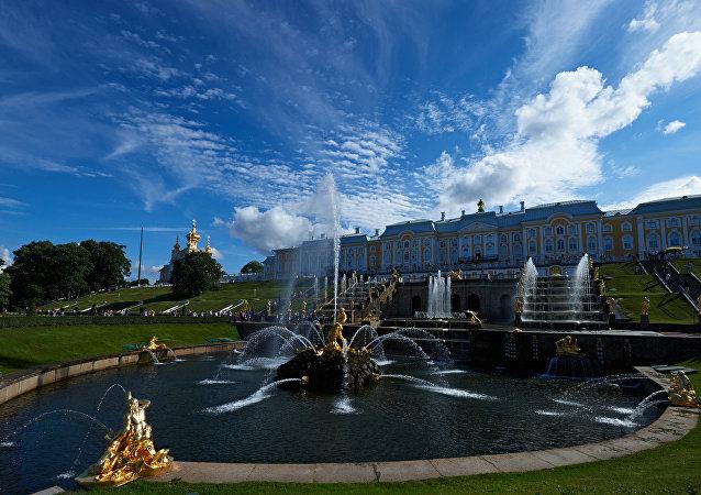 El museo de Peterhof en San Petersburgo