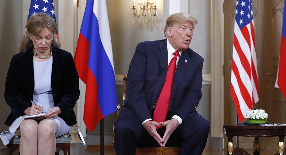 La intérprete de Donald Trump, Marina Gross, durante la reunión entre Rusia y EEUU