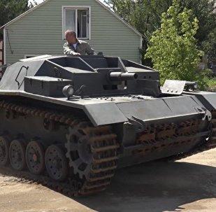 Este ruso replica tanques en su garaje