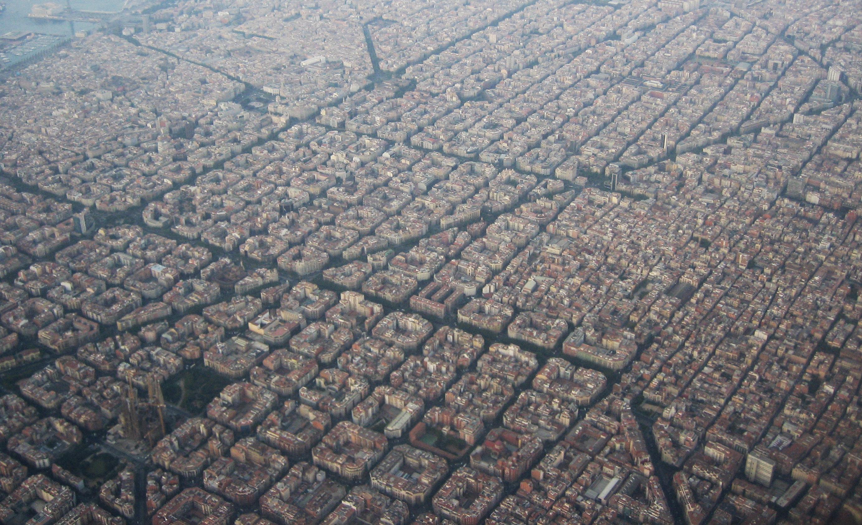 Barrio del Eixample, en Barcelona, con su característico trazado