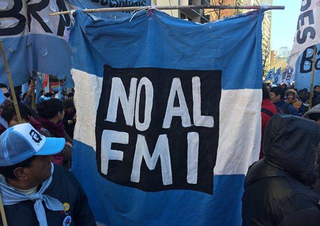 Manifestación contra el FMI y el ajuste en Argentina