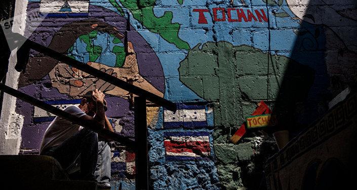 Migrante centroamericano en el albergue Casa Tochán, espera la resolución de su refugio