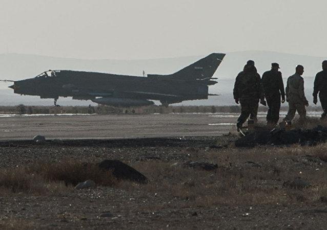 Un caza de las Fuerzas Aéreas de Siria (archivo)