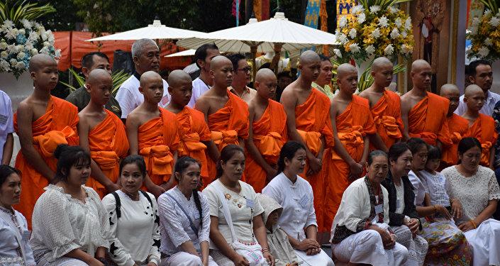 Los niños de la cueva de Tailandia se ordenan como novicios de Buda