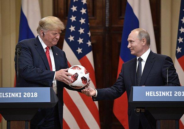 El presidente de Estados Unidos, Donald Trump y el presidente de Rusia, Vladímir Putin
