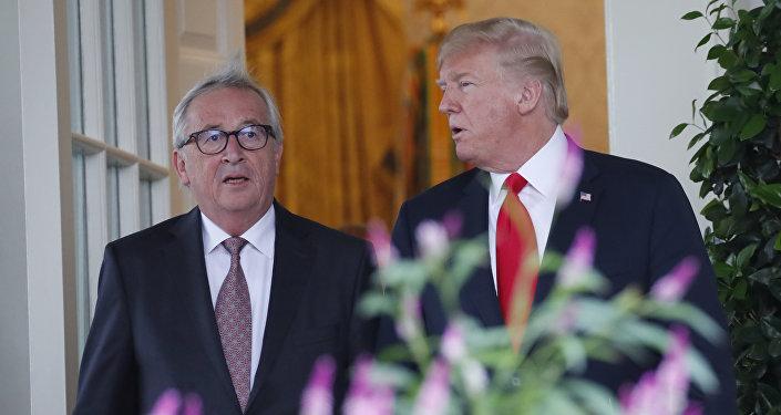 El presidente de la Comisión Europea Jean-Claude Juncker y el mandatario estadounidense Donald Trump