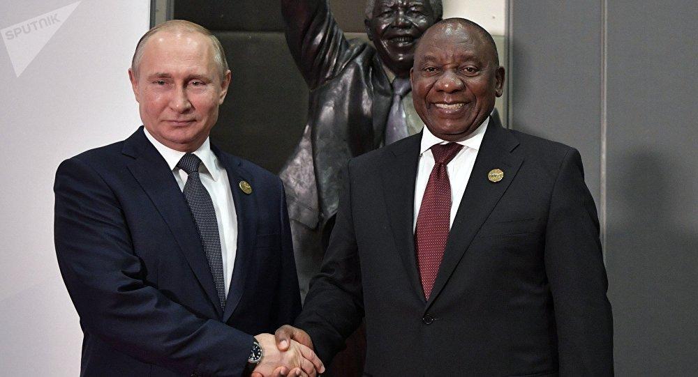 Los presidentes de Rusia y Sudáfrica, Vladímir Putin y Cyril Ramaphosa