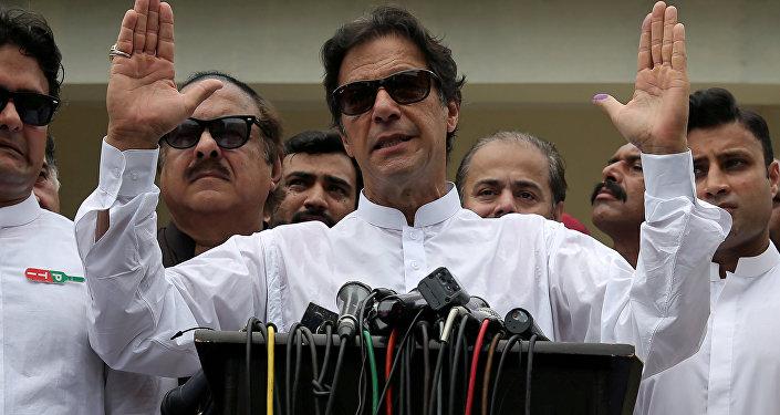 El líder del partido centrista Movimiento por la Justicia (PTI) de Pakistán, Imran Khan