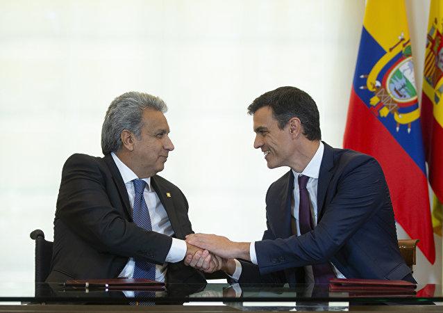 El presidente del Gobierno español, Pedro Sánchez, recibe en Madrid al presidente de la República de Ecuador, Lenín Moreno