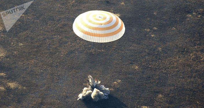 Paracaídas de una nave espacial (imagen referencial)