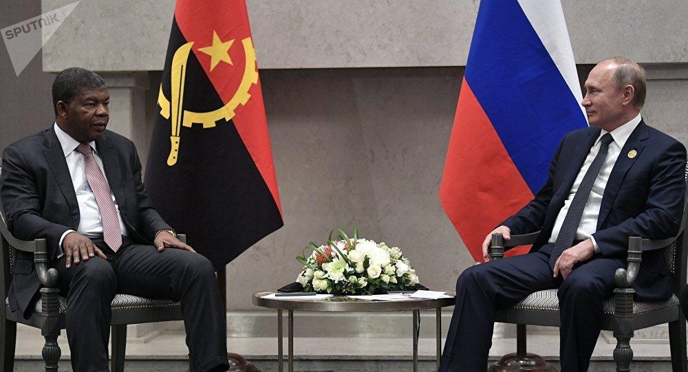 Presidente de Angola, Joao Lourenco, y su homólogo ruso, Vladímir Putin, en la cumbre de los BRICS en Sudáfrica