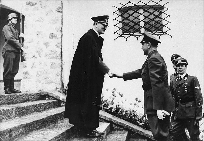 Adolf Hitler recibe al líder del llamado Estado Independiente de Croacia, Ante Pavelic, en Alemania el 9 de junio de 1941