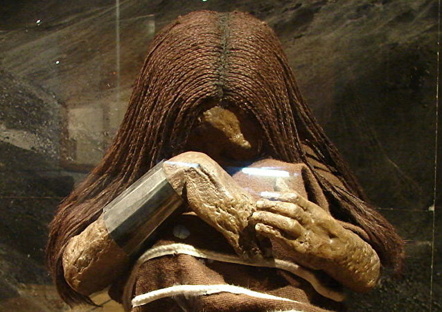 La réplica de la momia de una niña sacrificada durante la capac cocha
