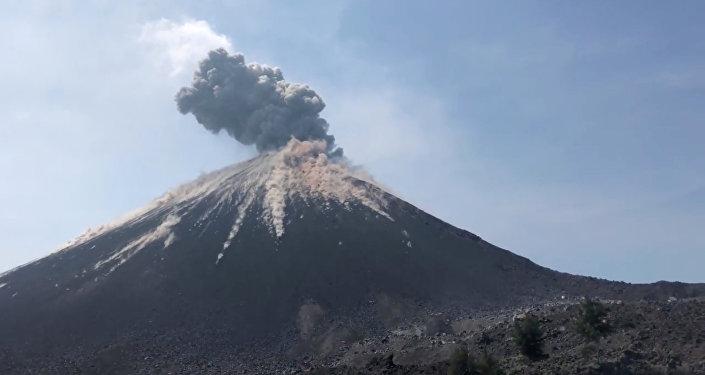 Un volcán en Indonesia