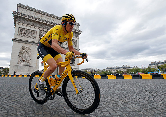 El ganador 2018 del Tour de France, Geraint Thomas, en su bicicleta Pinarello Dogma F10 X-Light.