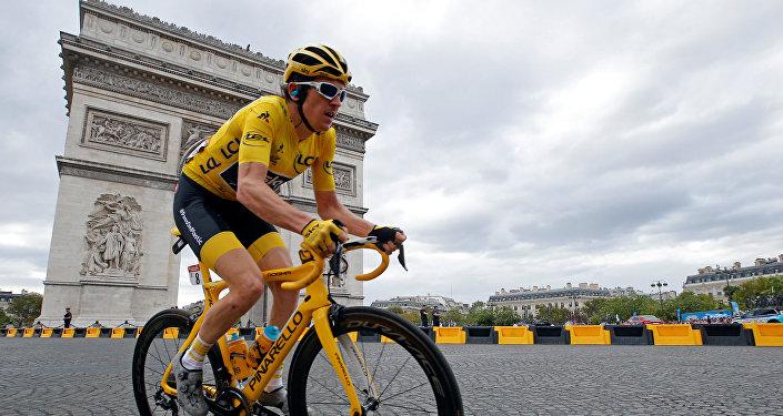 El ganador 2018 del Tour de France, Geraint Thomas, en su bicicleta Pinarello Dogma F10 X-Light.
