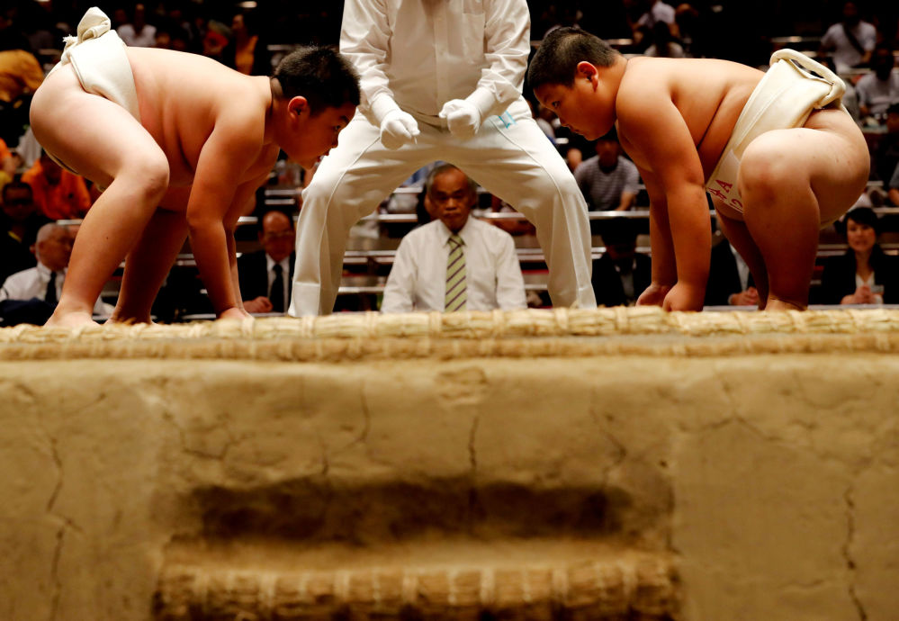 Escolares japoneses compiten por el título de mejor luchador de sumo