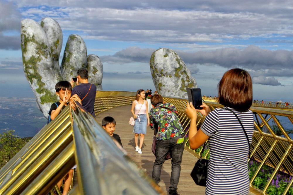 Así es el increíble 'Puente de oro' inaugurado en Vietnam