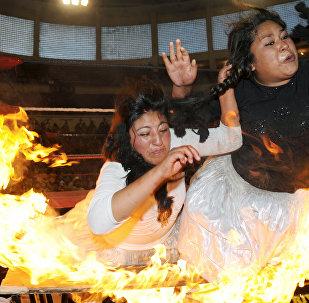 Una pelea entre cholitas luchadoras