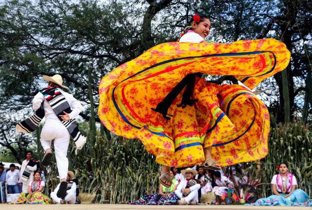 Participantes de la celebración La Guelaguetza en la ciudad de Oaxaca de Juárez, en el estado de Oaxaca, México.