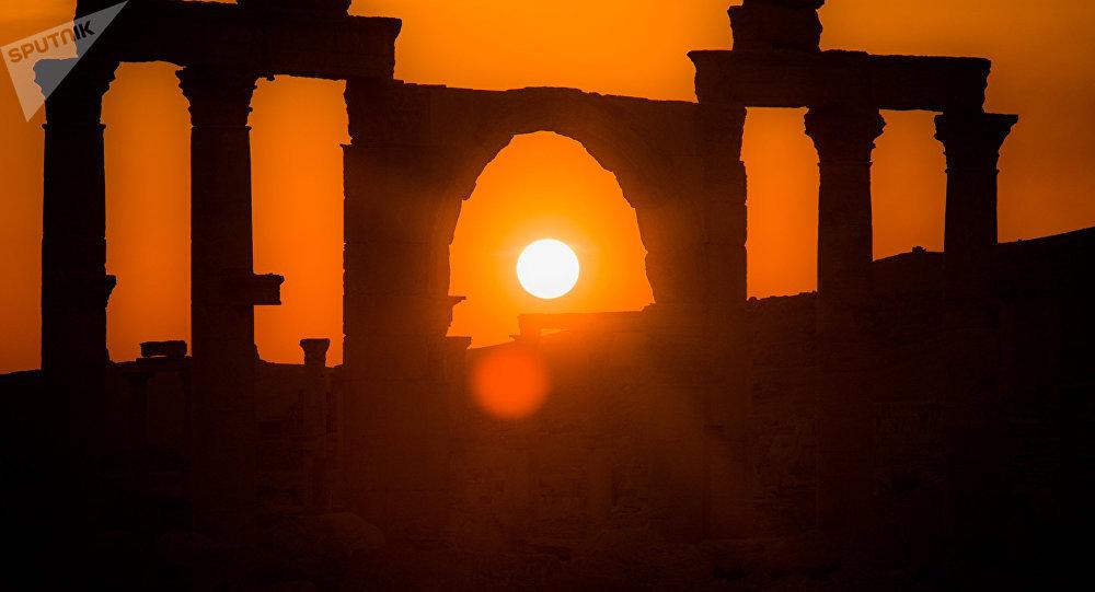 Ruinas de Palmira siria bañadas en la luz del sol