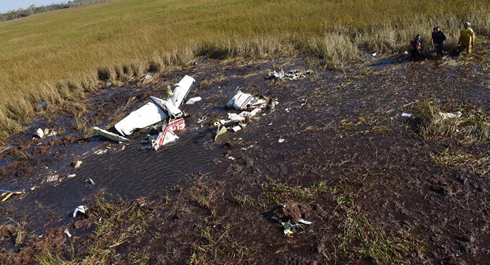 Restos del avión accidentado en el que viajaba el ministro de Agricultura de Paraguay