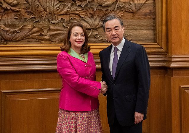 La presidenta de la Asamblea General de la ONU, María Fernanda Espinosa y el canciller chino, Wang Yi