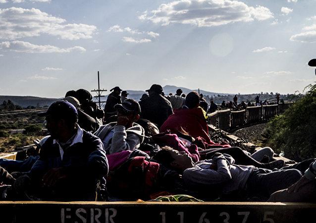 La Bestia lleva cientos de personas cruzando México
