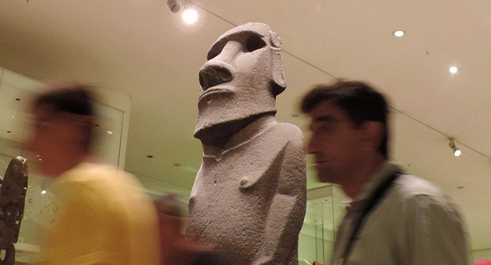 Chile reclamará al Museo Británico devolución de moái de Isla de Pascua