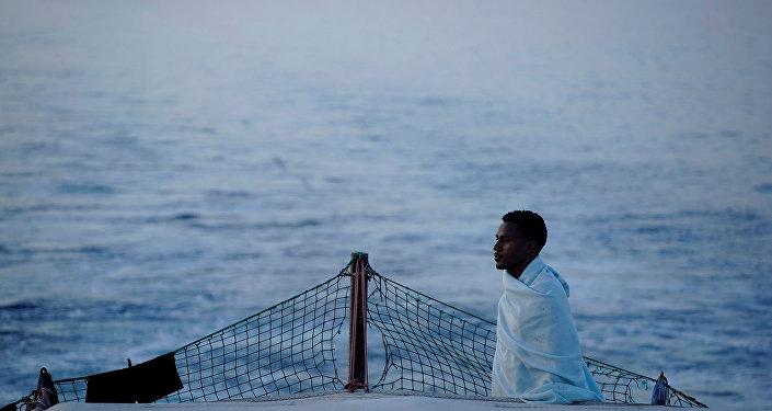 Los migrantes en el barco de la ONG Open Arms en Mediterráneo