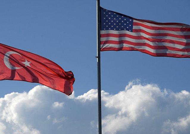 Las banderas de Turquía y EEUU