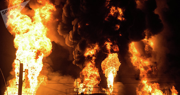 Incendio en un depósito de petróleo
