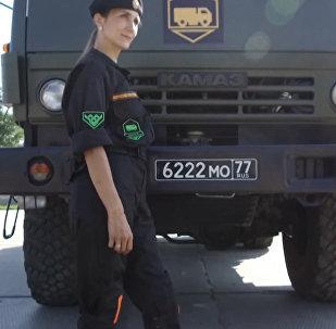 Vehículos potentes en manos delicadas: conductoras al volante de maquinaria bélica