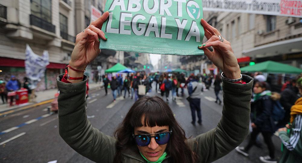 Una mujer pide aborto legal ya en Argentina