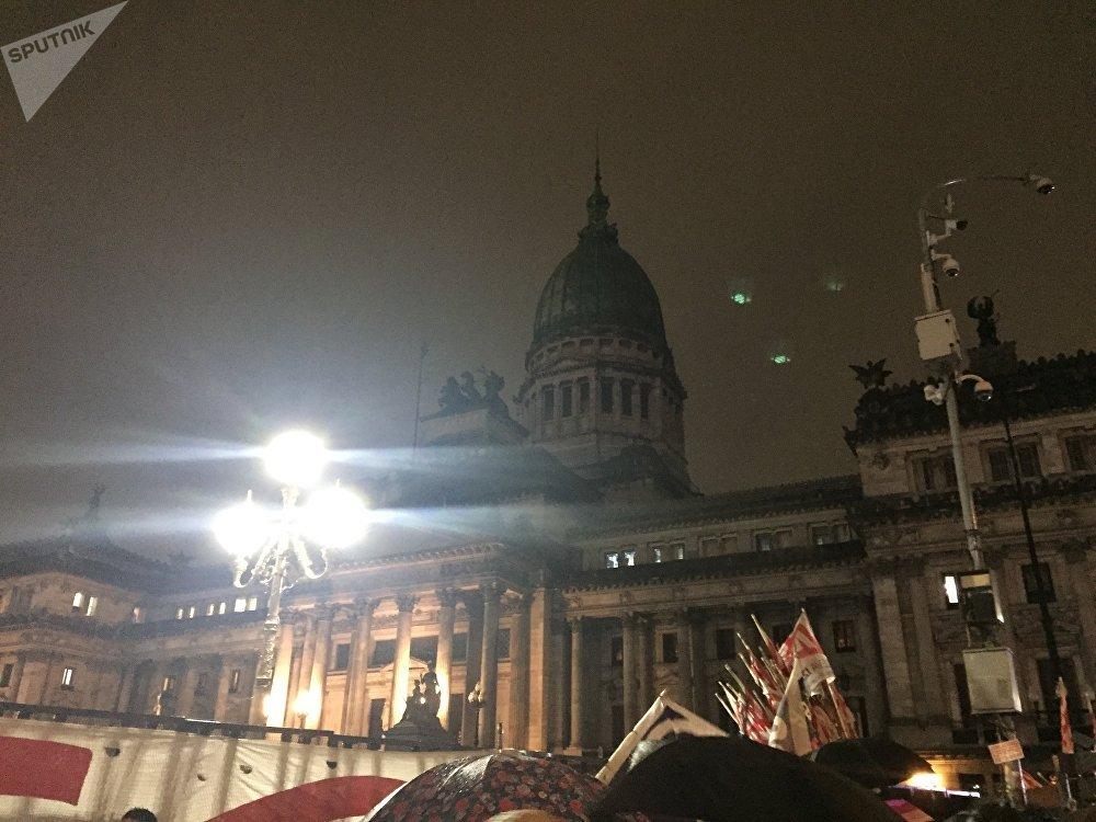 Vigilia frente al Congreso mientras se debatía la despenalización del aborto