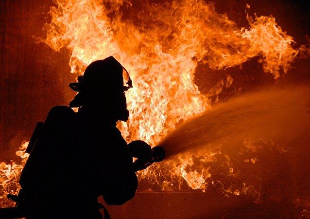 Un bombero (archivo)