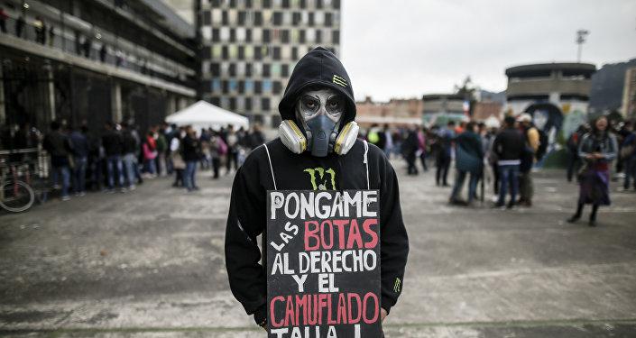 Un manifestante en Bogotá