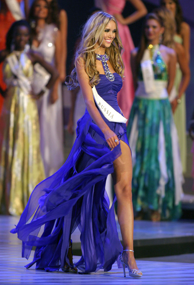 La representante de Rusia, Ksenia Sujínova, ganadora del título Miss Mundo 2008