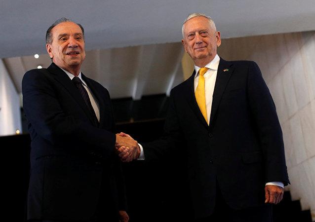 El ministro de Relaciones Exteriores de Brasil, Aloysio Nunes, y el secretario de Defensa de EEUU, James Mattis