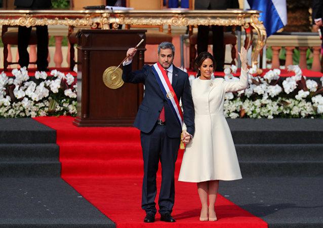 El presidente de Paraguay, Mario Abdo Benítez, y su esposa, Silvana López Moreira