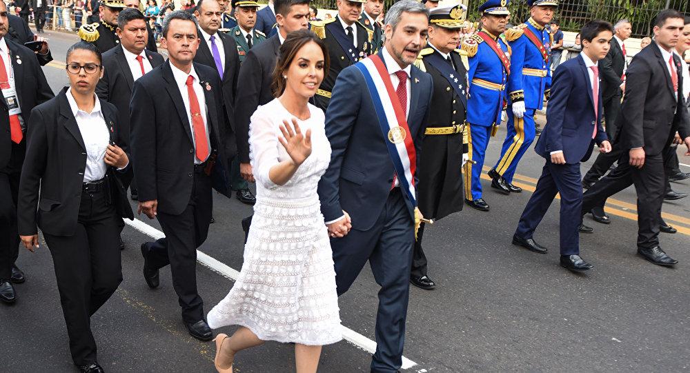 Silvana López Moreira con su marido, presidente paraguayo Mario Abdo Benítez