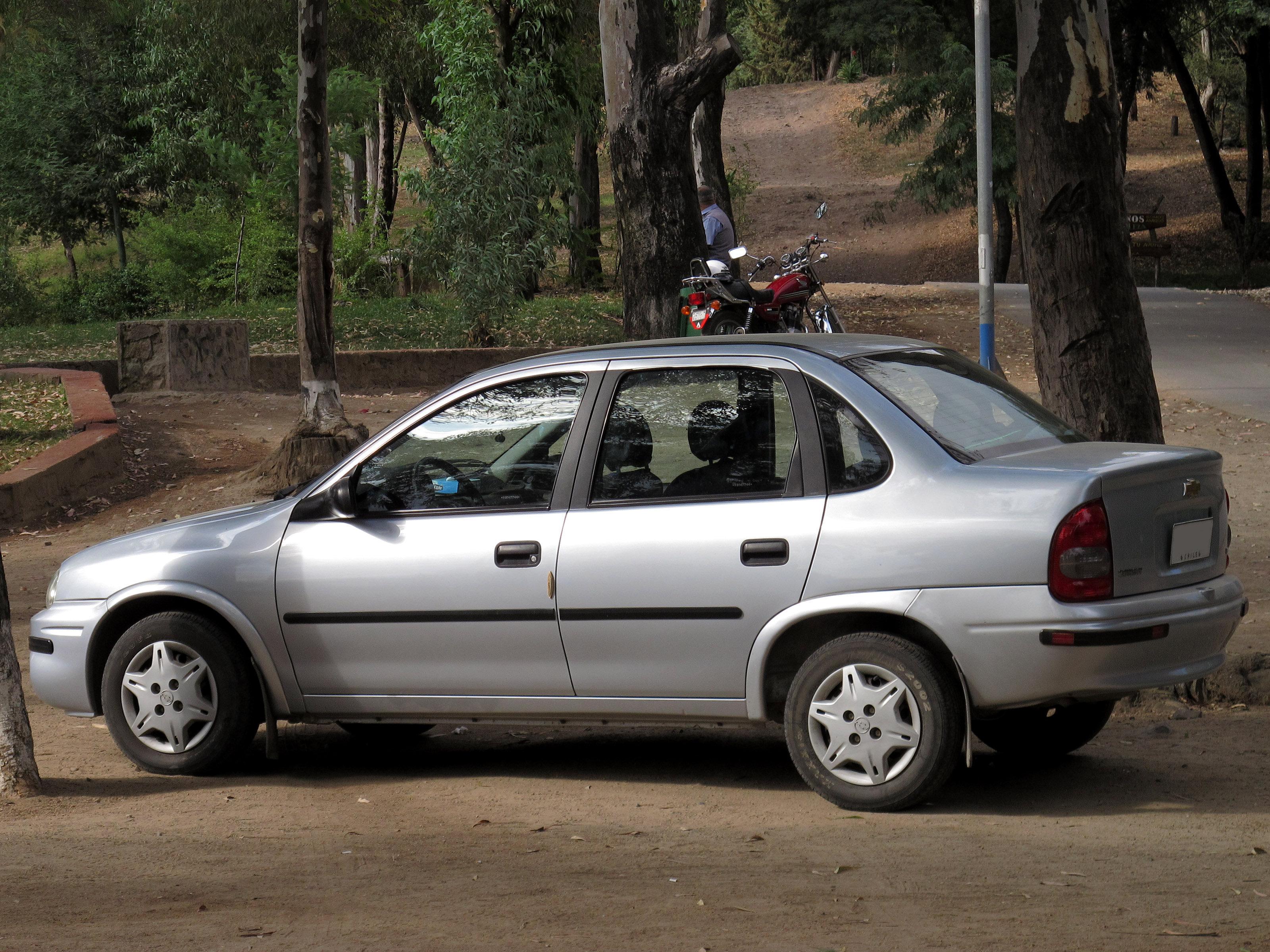 Un Chevrolet Corsa sedán, uno de los autos más robados de Argentina.