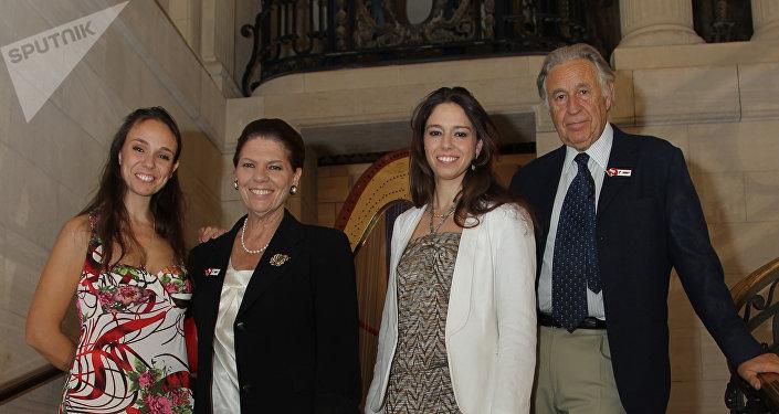 Natalia, Irina, Irina hija y Girolamo Strozzi