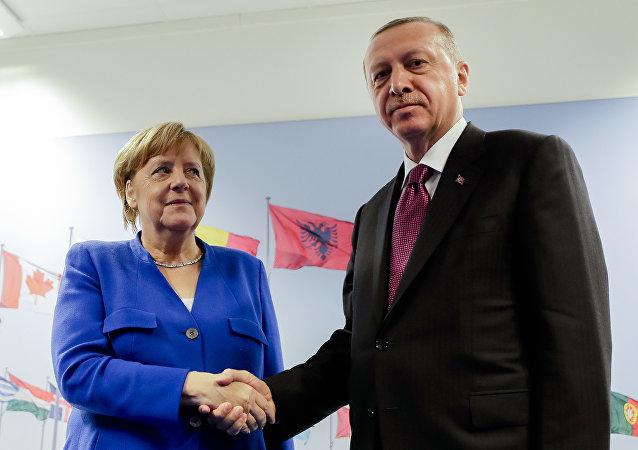 El presidente turco, Recep Tayyip Erdogan, y la canciller alemana, Angela Merkel