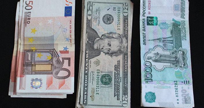 Euros, dólares y rublos