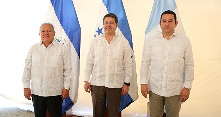 Los presidentes Salvador Sánchez Cerén, de El Salvador, Juan Orlando Hernández, de Honduras, y Jimmy Morales, de Guatemala