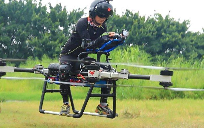 Un inventor chino logra crear una moto voladora