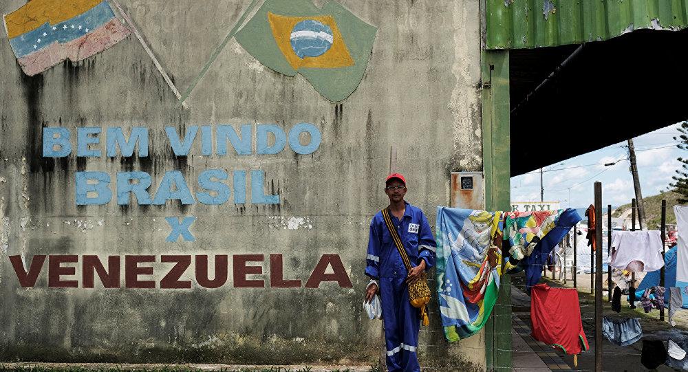 Un migrante venezolano en la frontera entre Venezuela y Brasil